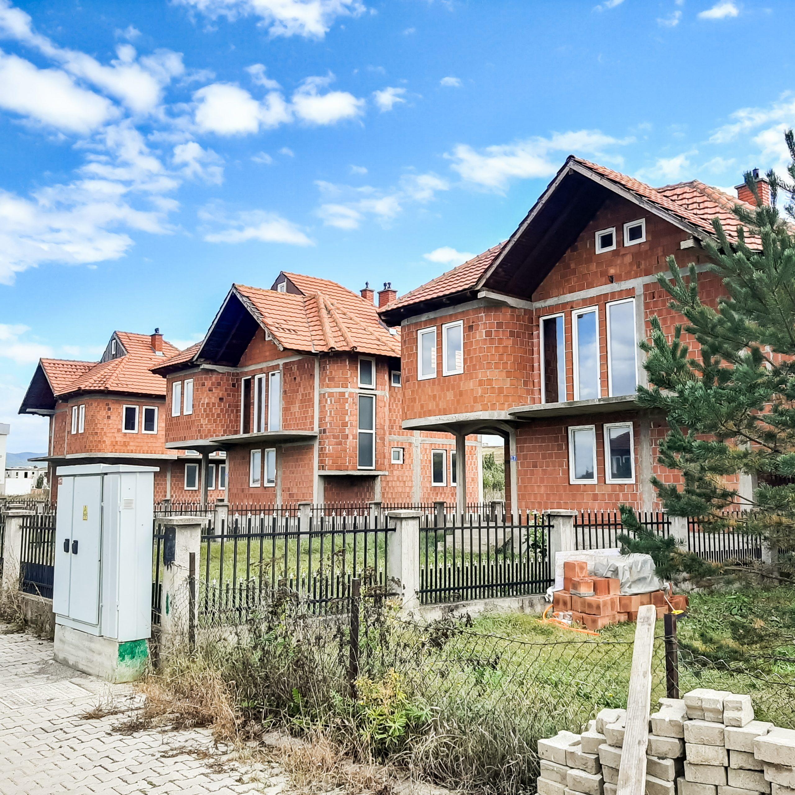 Shiten 3 shtëpi të ndërtuara me modelin më të kërkuar në Kosovë!